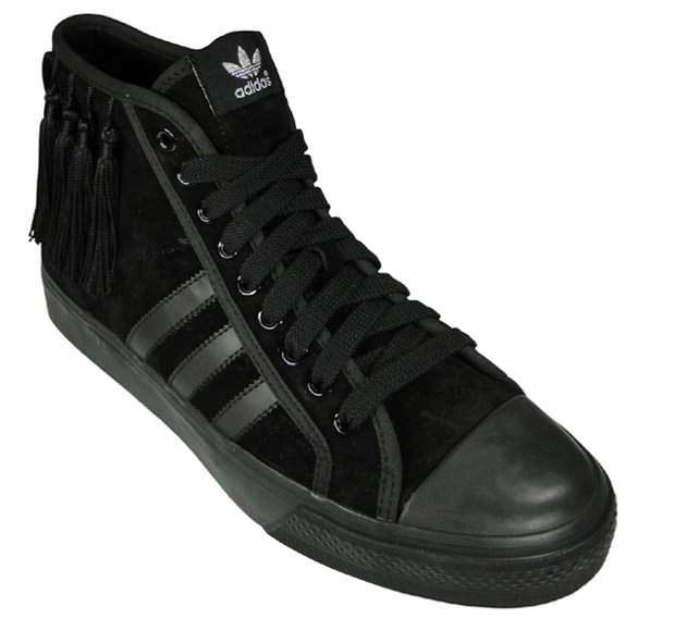 http://nicekicks.com/files/2010/02/adidas-originals-by-originals-nizza-hi-by-jeremy-scott-5.jpg