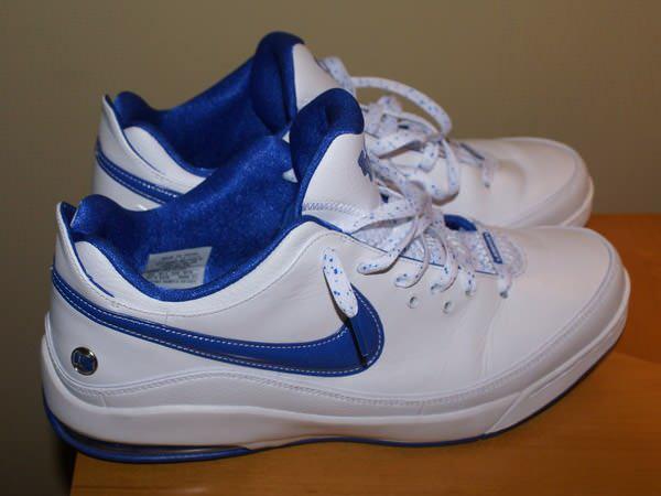 Nike Air Max LeBron VII Low University of Kentucky PE