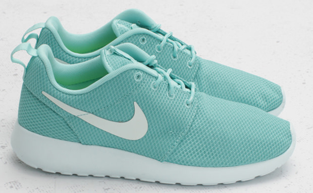 "Nike WMNS Roshe Run ""Tropical Twist"""