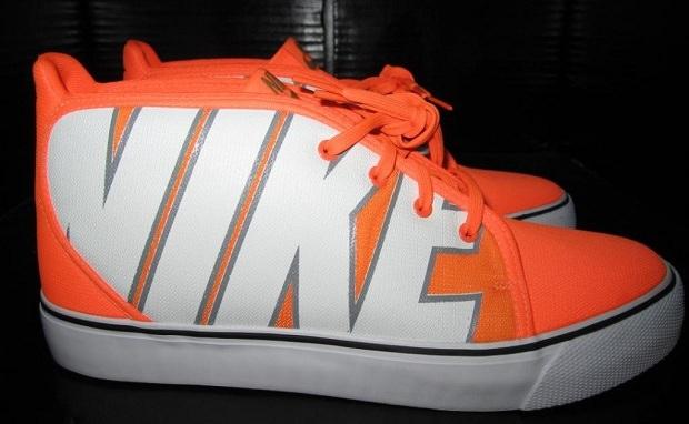 """Nike Toki """"Logo"""" 2013 Sample"""