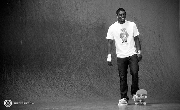 Video Kyrie Irving Skateboards at The Berrics