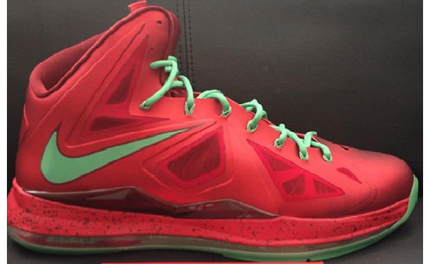 nike-lebron-x-christmas-new-images-2