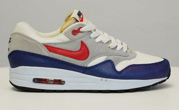 Nike WMNS Air Max 1 VNTG Sail/Hyper Red-Grey