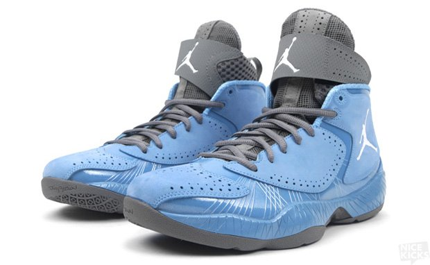 NIKE_AIR_JORDAN_2012_UNIVERSITY_BLUE_WHITE_DARK_STEEL_GREY_2