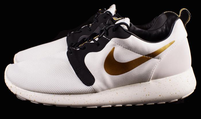 Nike Roshe Run Gold Trophy