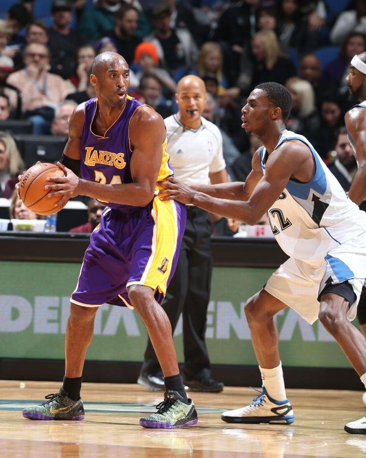 """Kobe Bryant posting up in the """"Mamba Moment"""" Nike Kobe 9 Elite iD"""