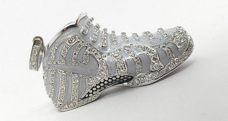 nike air foamposite pro diamondposite pendant nice kicks