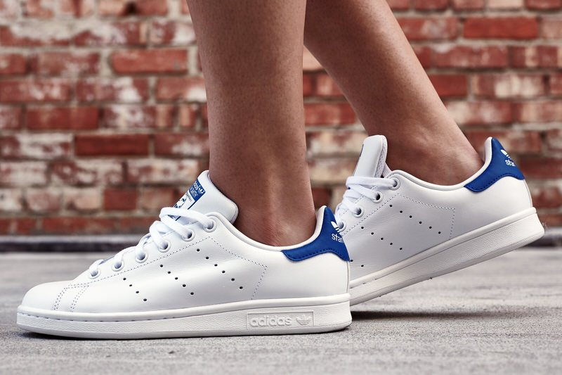 on foot look adidas stan smith white royal nice kicks. Black Bedroom Furniture Sets. Home Design Ideas
