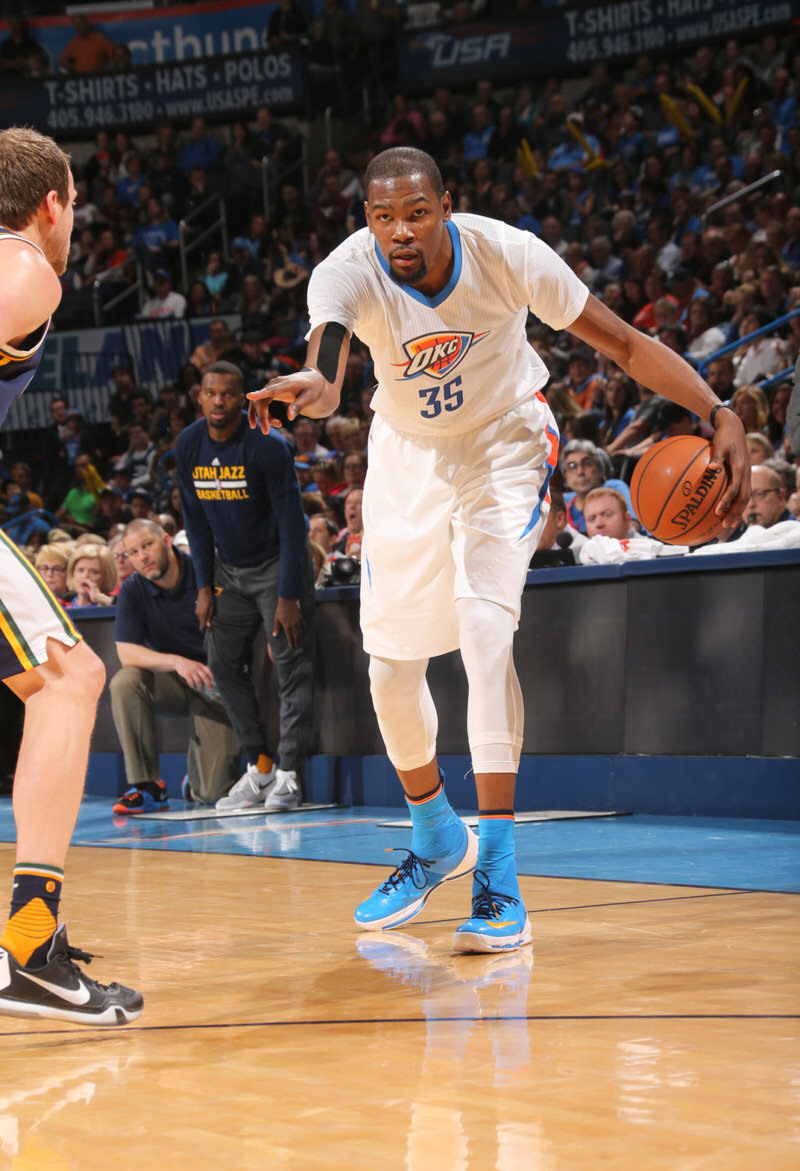 Kevin Durant wearing the Nike KD 8 Elite
