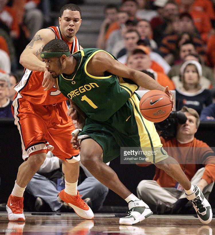 Malik Hairston in the Nike Zoom LeBron II Oregon PE