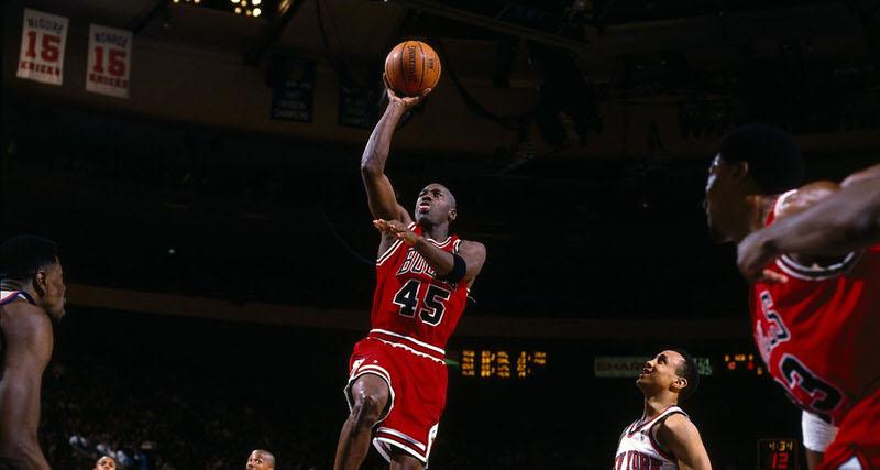 "This Day in Sneaker History // Michael Jordan Drops ""Double Nickel"" on the Knicks | Nice Kicks"