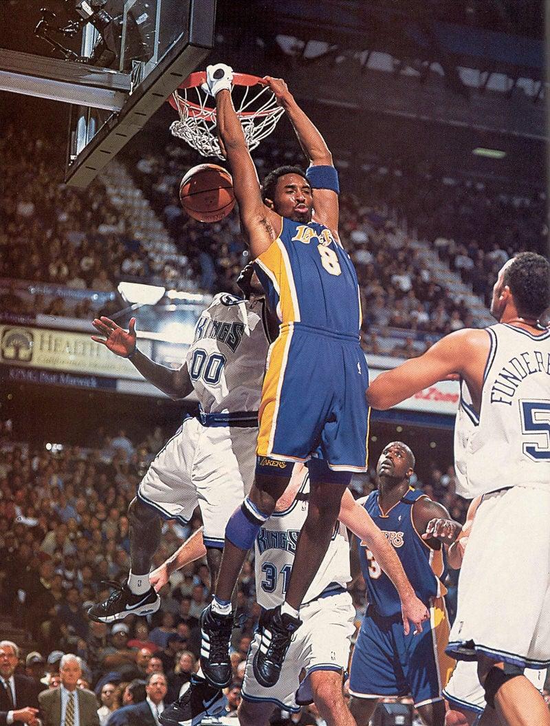 Kobe-Forum-2000-Reverse-dunk-Playoffs