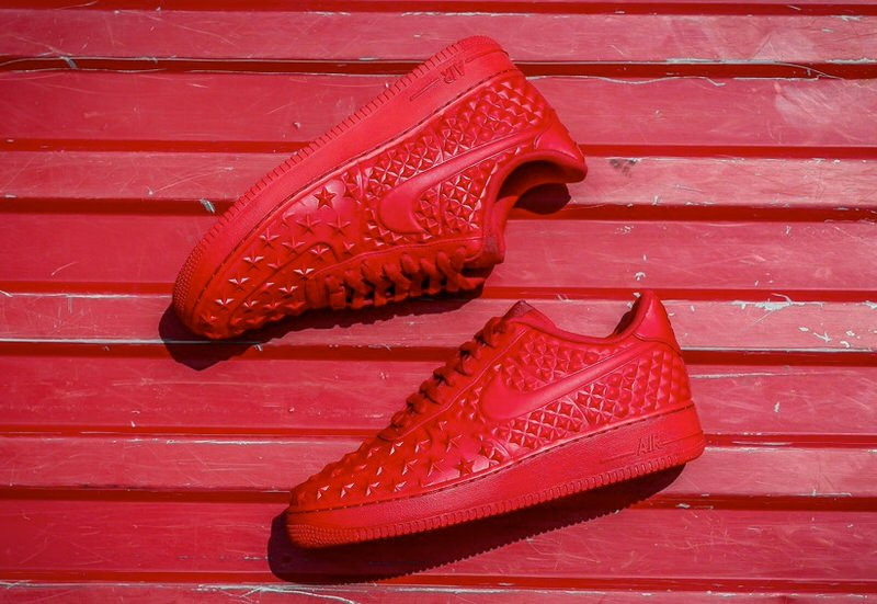 new red nike shoes