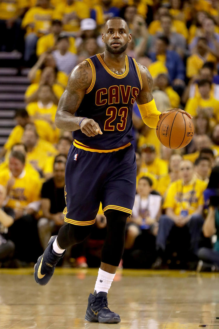 F Bron 3 2016+NBA+Finals+Game+Two+1tn6tEbecAEx