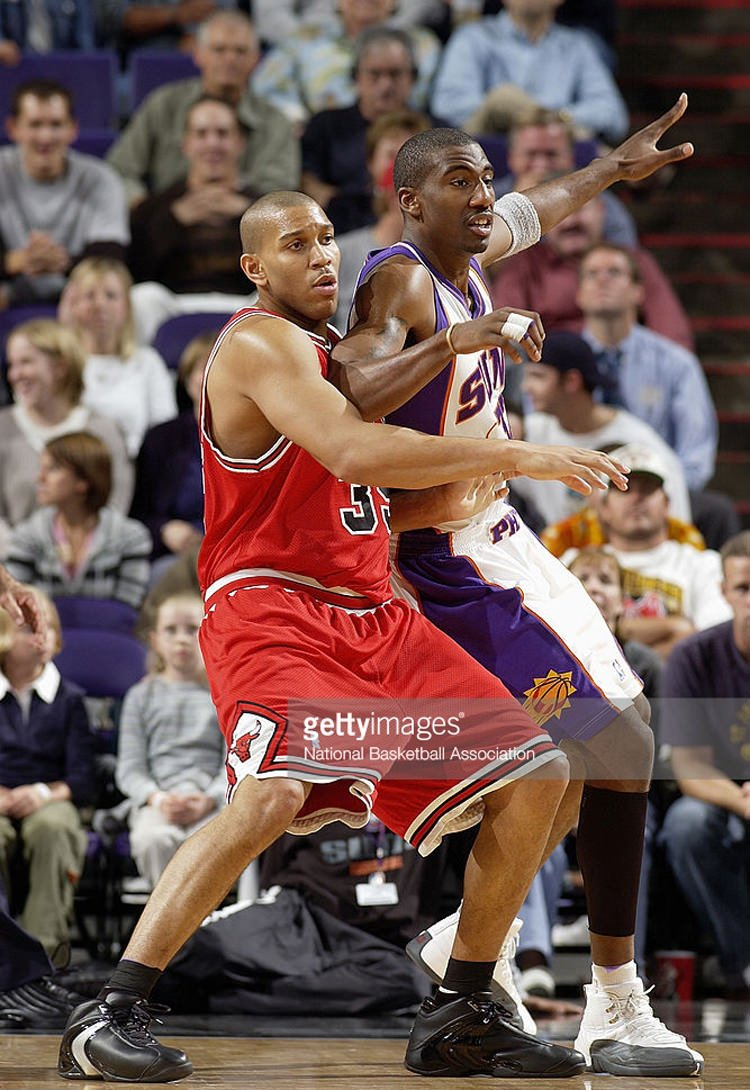 PHOENIX - NOVEMBER 18: Amare Stoudemire #32 of the Phoenix Suns posts up against Lonny Baxter #35 of the Chicago Bulls at America West Arena on November 18, 2003 in Phoenix, Arizona. The Suns won 95-82. NOTE TO USER: User expressly acknowledges and agrees that, by downloading and/or using this Photograph, User is consenting to the terms and conditions of the Getty Images License Agreement. (Photo by Barry Gossage/NBAE via Getty Images) *** Local Caption *** Amare Stoudemire;Lonny Baxter