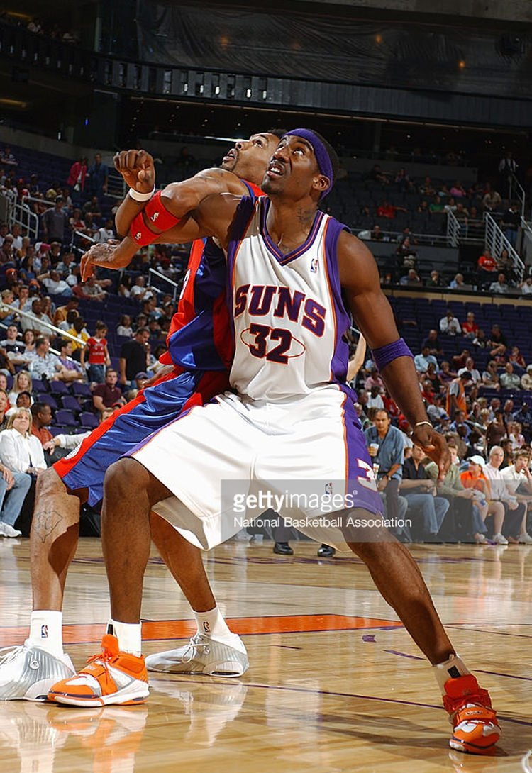 PHOENIX - OCTOBER 13: Amare Stoudemire #32 of the Phoenix Suns vies for position under the basket against the Los Angeles Clippers on October 13, 2004 at America West Arena in Phoenix, Arizona. The Suns won 105-83. NOTE TO USER: User expressly acknowledges and agrees that, by downloading and/or using this Photograph, User is consenting to the terms and conditions of the Getty Images Licence Agreement. Mandatory Copyright Notice: Copyright 2004 NBAE (Photo by Barry Gossage/NBAE via Getty Images) *** Local Caption *** Amare Stoudemire