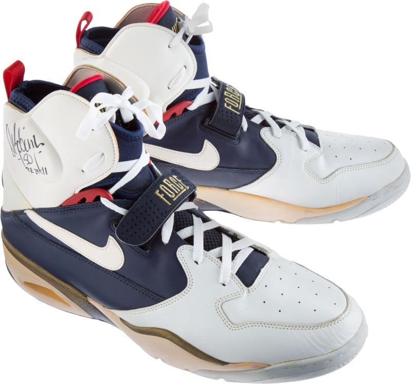 DRob dream-team-sneaker-auction-david-robinson-nike-air-ballistic-force_g0kpws