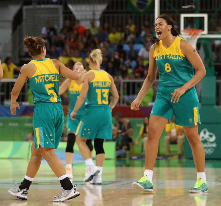 Elizabeth Cambage Basketball+Olympics+Day+1+C9CEi4RLUi_x