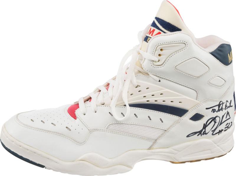 Karl dream-team-sneaker-auction-karl-malone-la-gear-catapult-mailman_dslrb5