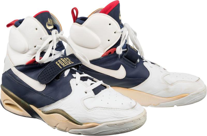 Stockton dream-team-sneaker-auction-john-stockton-nike-air-ballistic-force_pud9hw