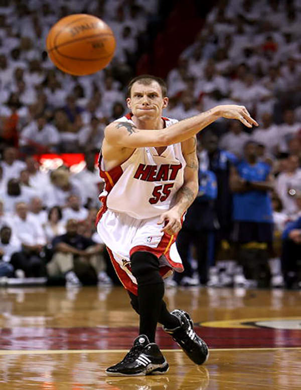 MIAMI - JUNE 15: Jason Williams #55 of the Miami Heat passes the ball in the first quarter against the Dallas Mavericks in game four of the 2006 NBA Finals on June 15, 2006 at American Airlines Arena in Miami, Florida. NOTE TO USER: User expressly acknowledges and agrees that, by downloading and or using this photograph, User is consenting to the terms and conditions of the Getty Images License Agreement. (Photo by Ronald Martinez/Getty Images)
