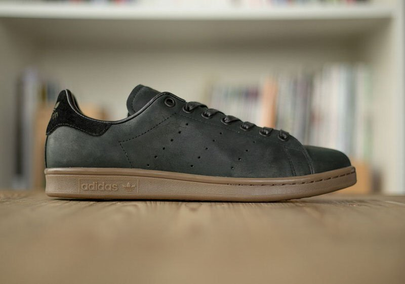 frío agricultores Bienes  These adidas Stan Smith Winterized Colorways Release Exclusively at size?    Nice Kicks
