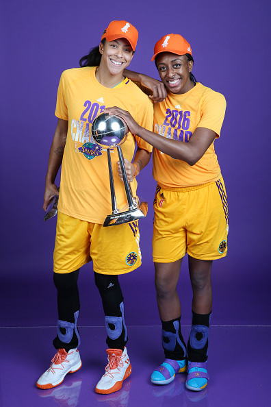 MINNEAPOLIS, MN - OCTOBER 20: Candace Parker #3 and Nneka Ogwumike #30 of the Los Angeles Sparks pose with the WNBA trophy after defeating the Minnesota Lynx in Game Five of the 2016 WNBA Finals on October 20, 2016 at Target Center in Minneapolis, Minnesota. NOTE TO USER: User expressly acknowledges and agrees that, by downloading and or using this Photograph, user is consenting to the terms and conditions of the Getty Images License Agreement. Mandatory Copyright Notice: Copyright 2016 NBAE (Photo by David Sherman/NBAE via Getty Images)