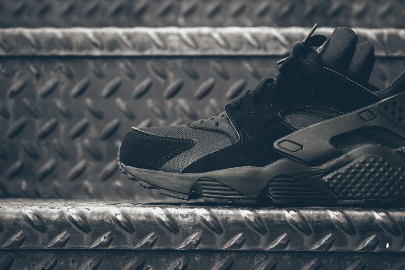 Nike Air Huarache Black/Gold