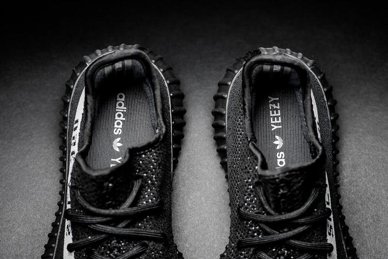 adidas Yeezy Boost 350 V2 Black/White