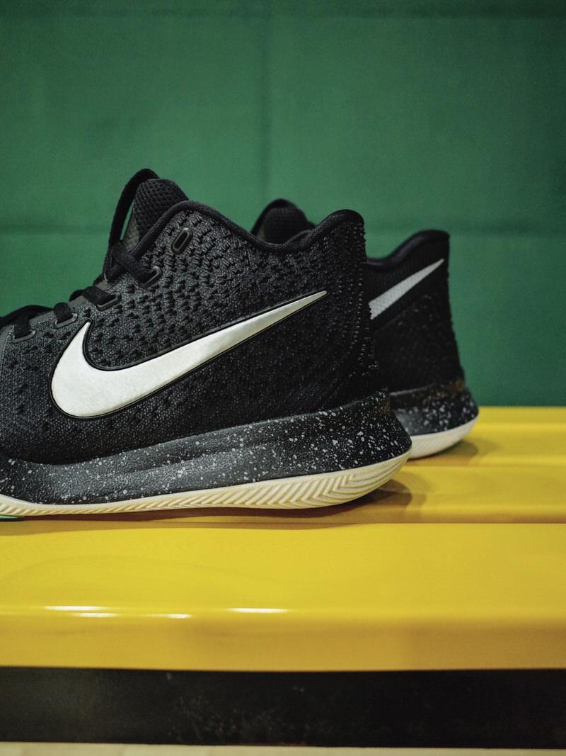 nike kyrie 3 nero argento scarpe clearance