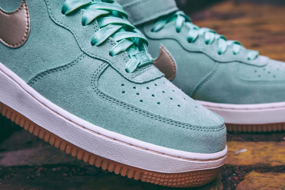 "Nike WMNS Air Force 1 Mid ""Enamel Green"""
