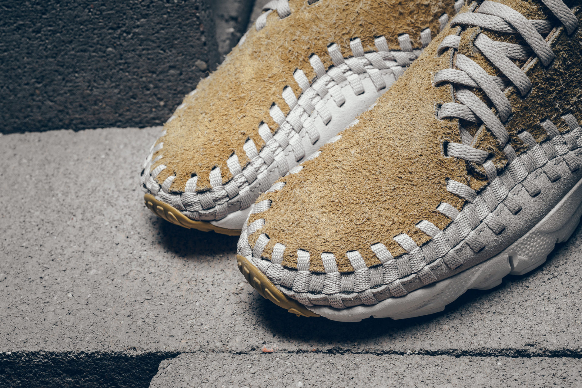 "Nike Air Footscape Woven Chukka ""Flat Gold"""