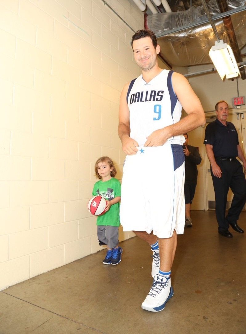 Tony Romo in the Under Armour Curry 3
