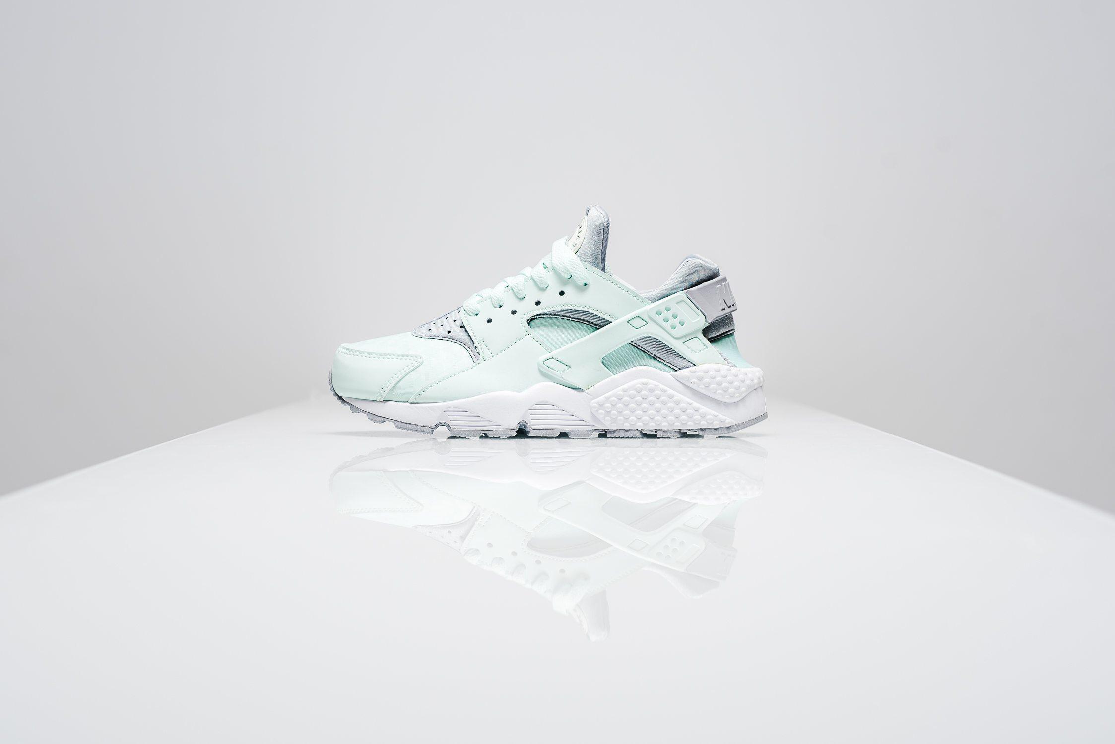WMNS Nike Air Huarache Igloo/Grey-White