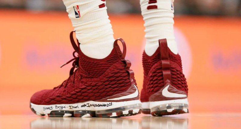 Conductividad Constitución fractura  LeBron James Wore Nike LeBron 15 PE To Reach 30,000-Point Mark ...