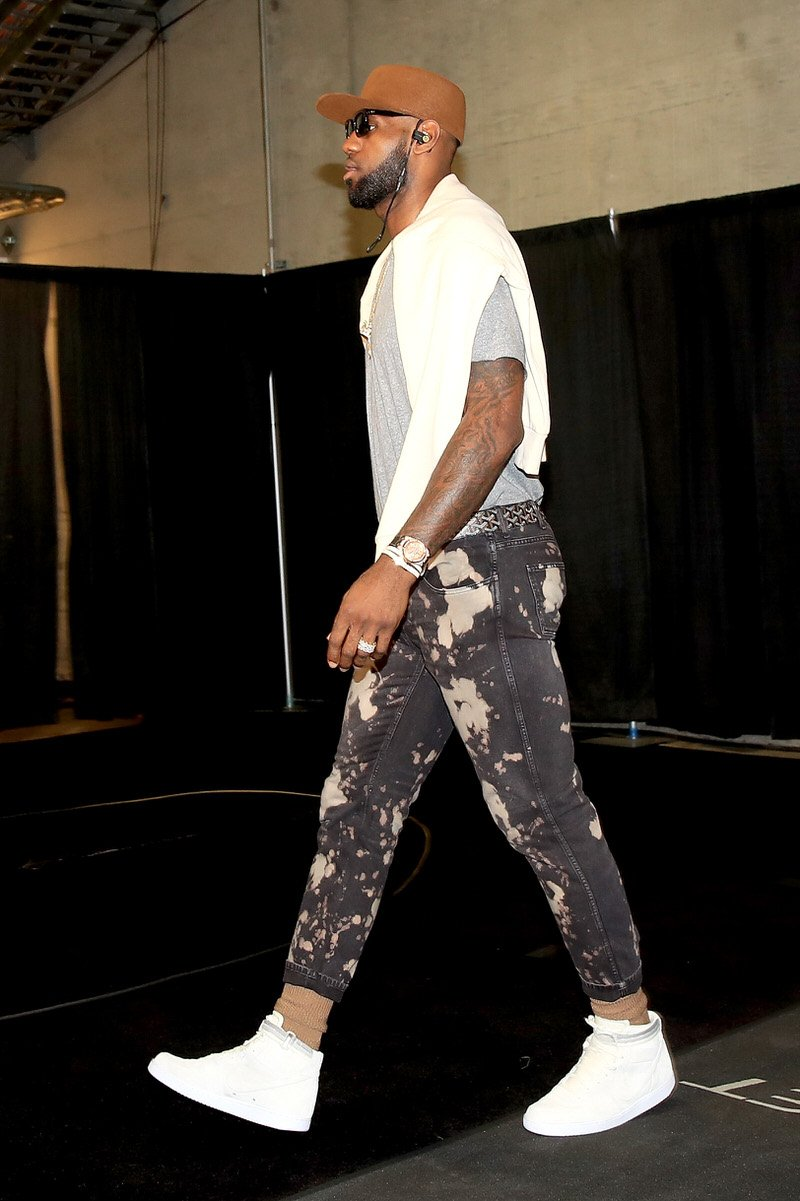 LeBron spotted a new way to wear his John Elliott x NikeLab Vandals by pairing them with some cropped jeans.
