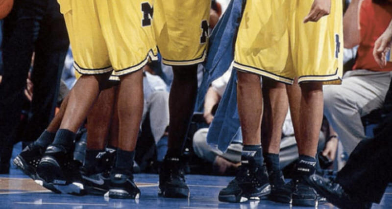 nikes dipute with th university of Nike ups the ante with new $88 million offer to university of oregon nike has offered to pay the university a $3 million signing bonus if it renews.