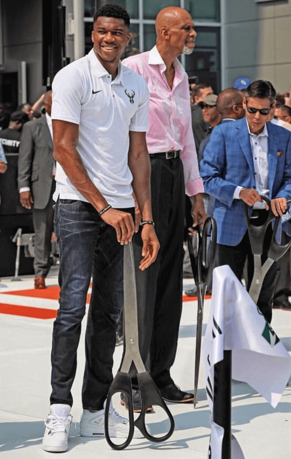 "Giannis Antetokounmpo in the Air Jordan 4 Retro ""Pure Money"""