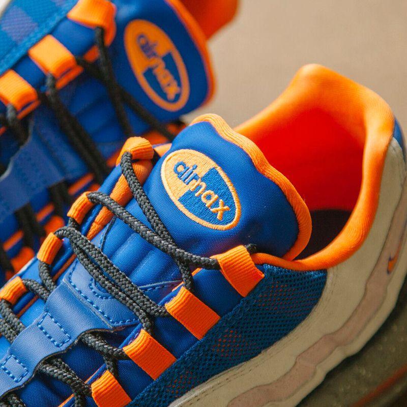 big sale 11ecf 72929 Nike SB Dunk Mid