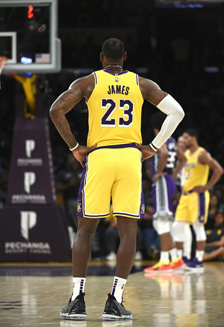 "Nike LeBron 16 ""Oreo"""