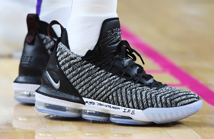 "Nike LeBron 15 ""Oreo"""