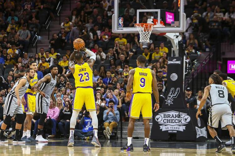 """Nike LeBron 16 """"20 20"""" via Lakers Outsider"""