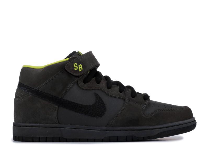 "Nike SB Dunk Mid ""Batman"""