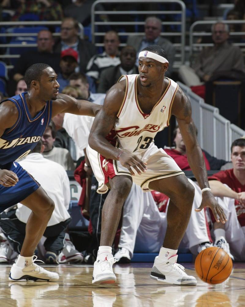 bolso Monasterio Implacable  A History of LeBron James Wearing Air Jordans | Nice Kicks