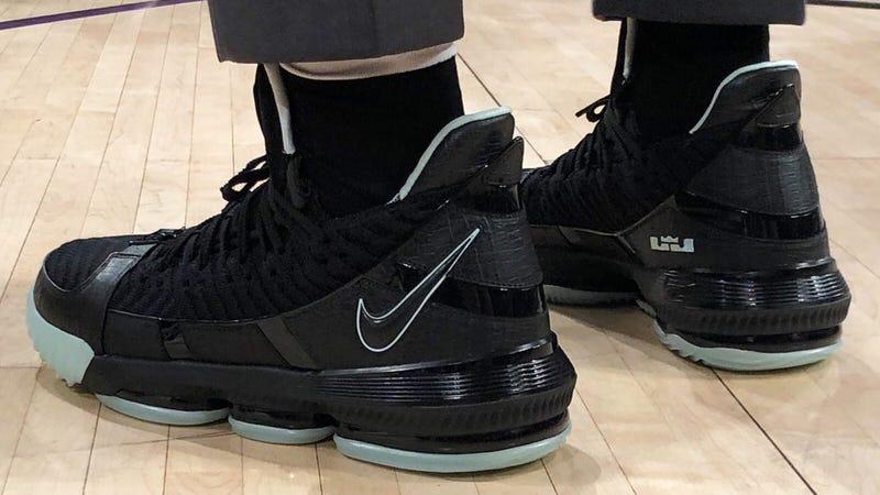 """Nike LeBron 16 """"Glow in the Dark"""""""