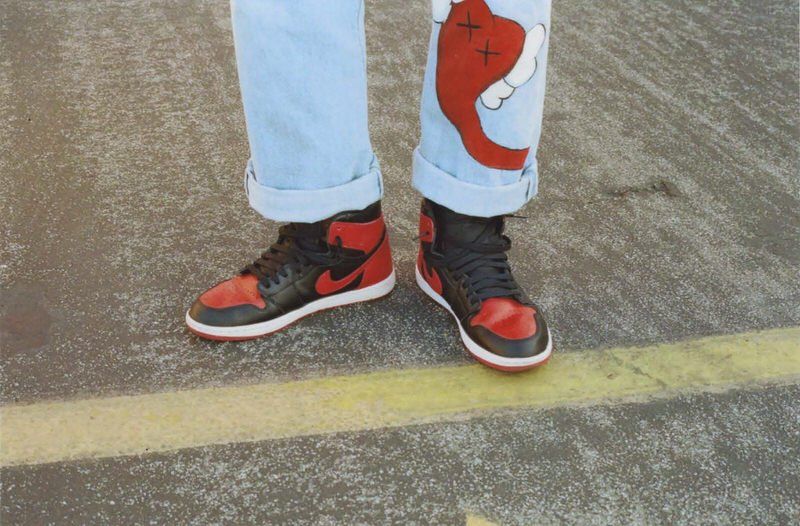 @juliantovarrr brought out the Bred Jordan 1s with his personalized denim.