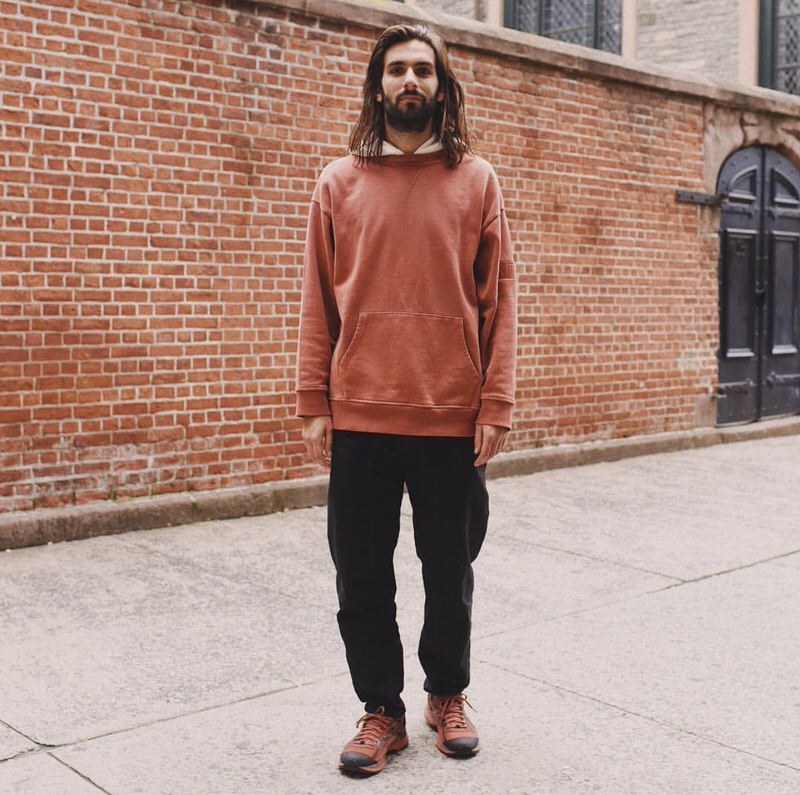 Lucas Monroe pairs the GEL-Burz 2 with a neutral toned hoodie and loose fitting trousers.