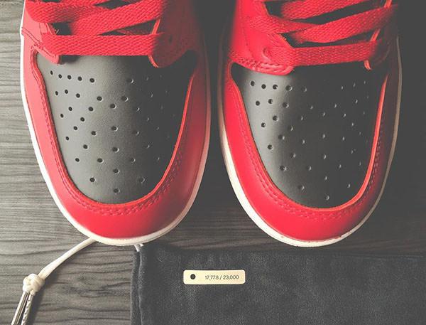 "Air Jordan 1 ""Varsity Red' dust bag"