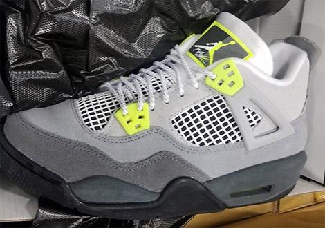 Air Jordan 4 SE Neon