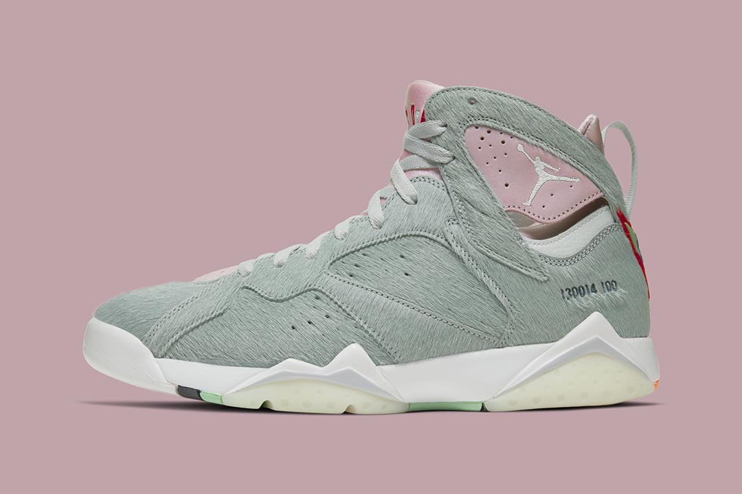 air-jordan-7-retro-hare-2-bugs-bunny-neutral-grey-summit-white-pink-foam-CT8529-002-release-date-01